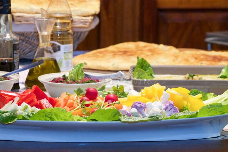 Asortowani warzywa przygotowywali dla upadów na kuchni zdjęcie royalty free