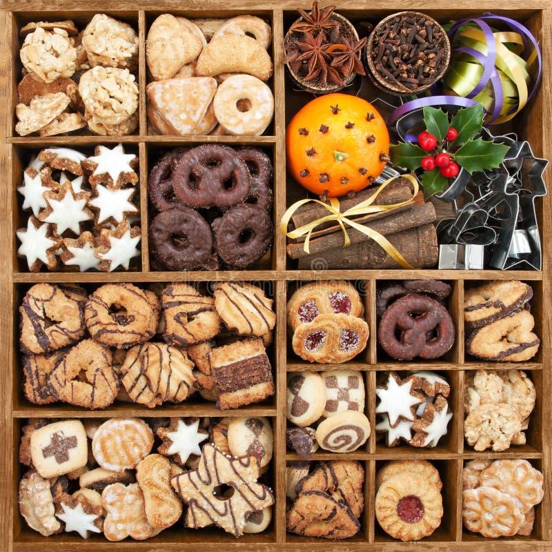 Asortowany Bożenarodzeniowy ciastko w pudełku zdjęcia stock