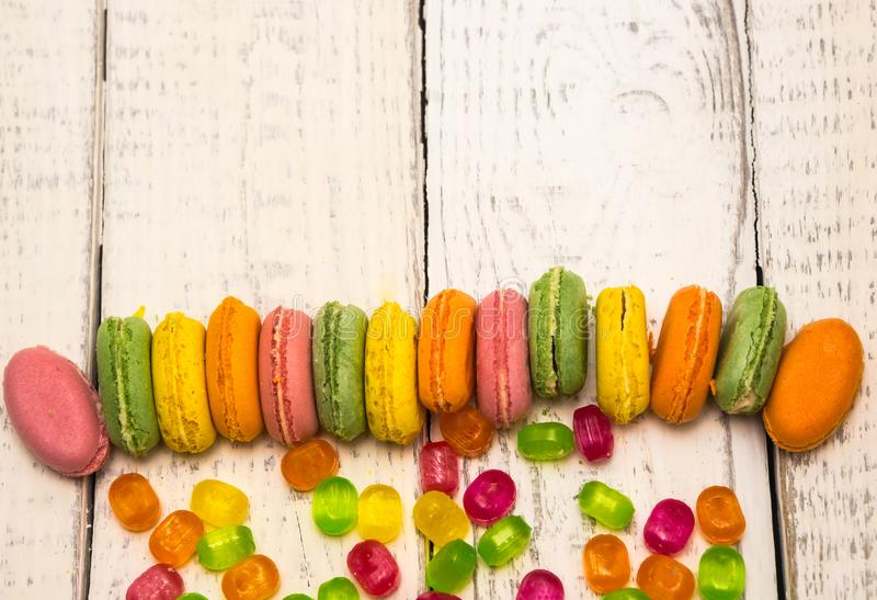 Asortowany cukierek rozprzestrzeniający out na tle zdjęcia stock