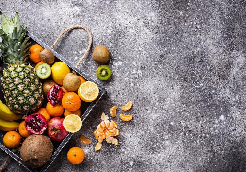 Asortyment świeże tropikalne owoc zdjęcie royalty free