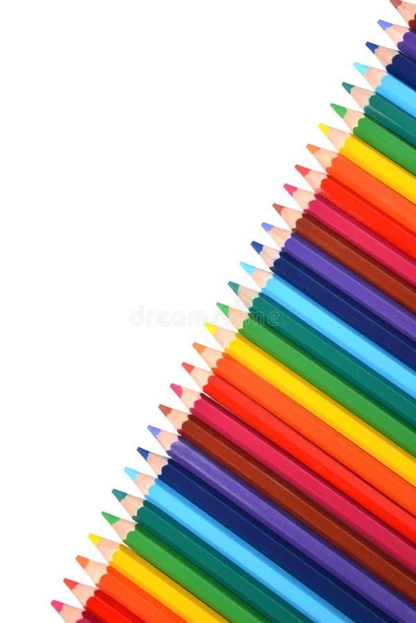 Asortyment barwioni ołówki nad bielem fotografia stock