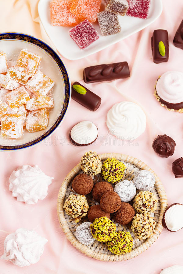 Asortyment różni cukierki obrazy stock