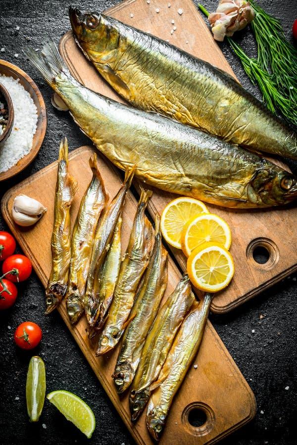 Asortyment różni rodzaje uwędzona ryba na tnących deskach obraz royalty free