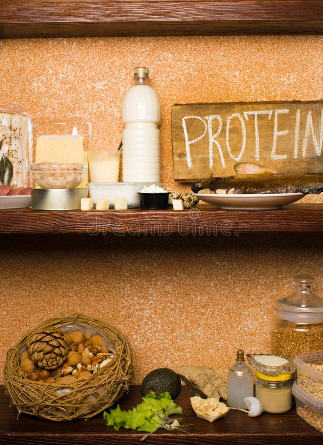 Asortyment zdrowy proteinowy źródło i ciało budynku jedzenie Mięso kurczaka rybi klopsik, jajko nabiałów jogurtu serowy avocado obrazy stock