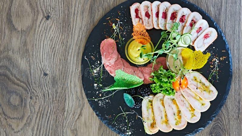 Asortyment zimni mięsa, rozmaitość przetwarzający zimnego mięsa produkty zdjęcie royalty free
