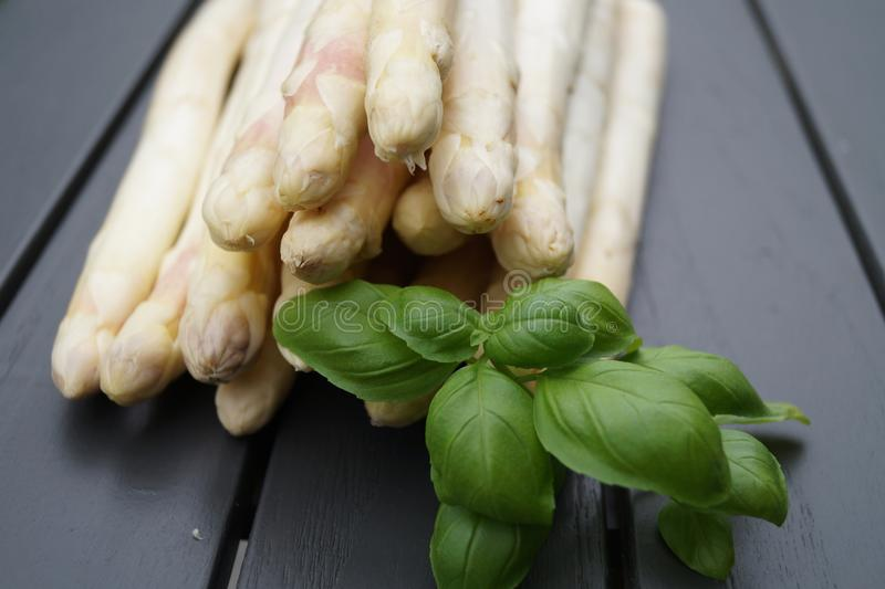 Asparago bianco fresco immagini stock