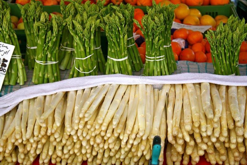 Asparago verde e bianco. Bamberga, Baviera, Germa immagine stock
