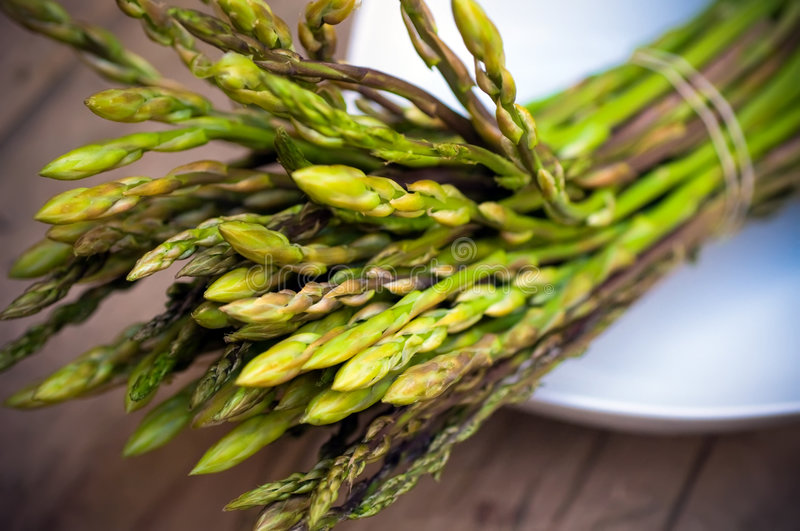 Asparagus bundle on dish royalty free stock images
