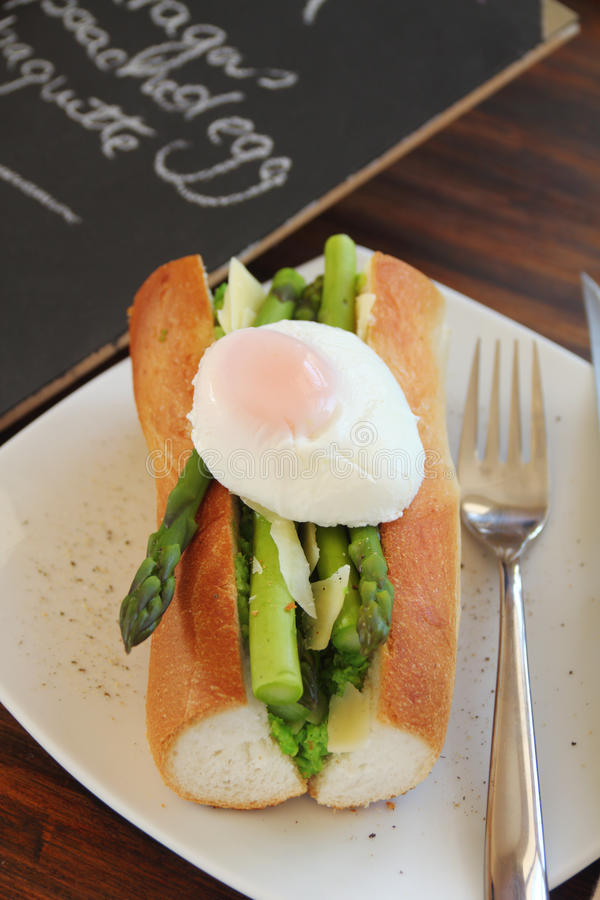 Asparagus And Poached Eggs Stock Photography
