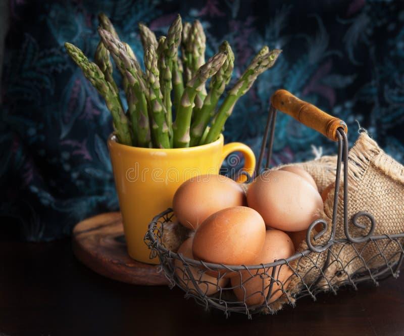 Aspargo e ovos foto de stock