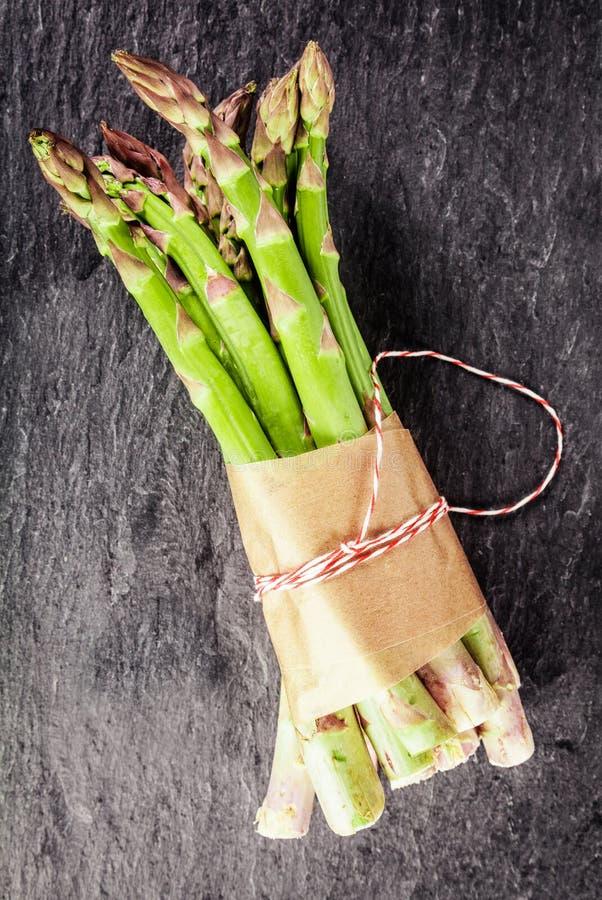 Asperge fraîche pour une cuisine végétarienne saine photos libres de droits