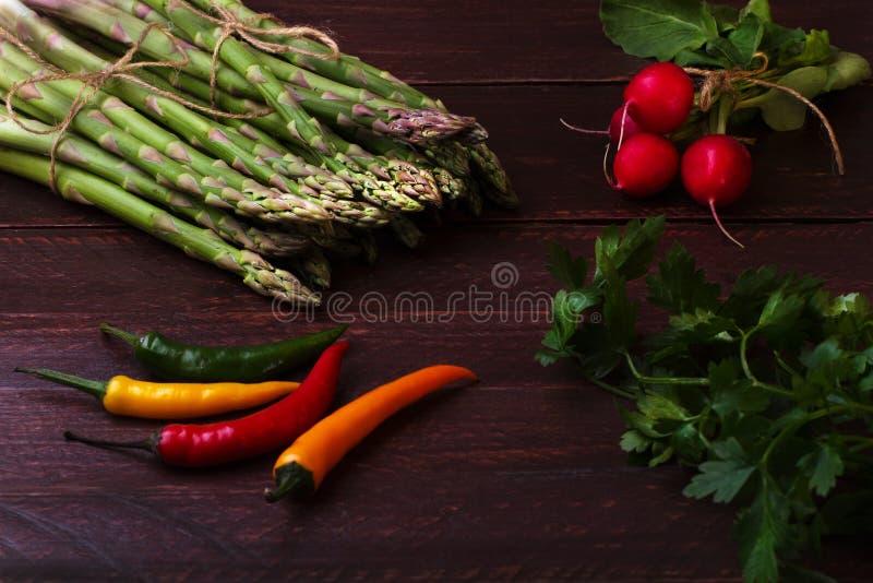 Asperge verte avec des légumes image libre de droits