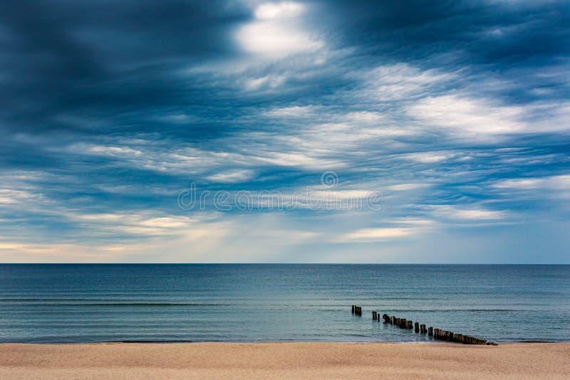Asperitas moln över det baltiska havet, Litauen royaltyfri fotografi