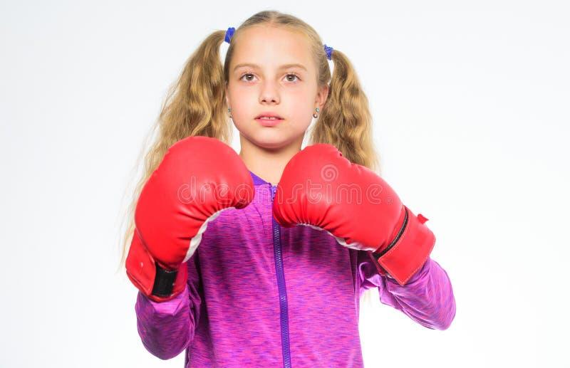 Aspetta per difendersi Educazione di sport per le ragazze Movimento femminista Concetto di legittima difesa Il pugile della ragaz fotografia stock