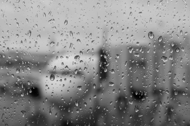 Aspettando il mio volo nella pioggia immagini stock libere da diritti
