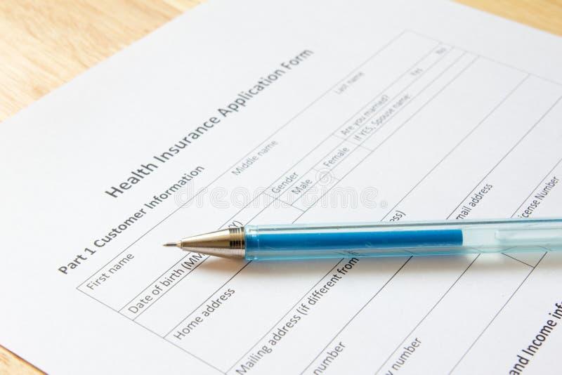 Aspettare in bianco del modulo di domanda dell'assicurazione malattia i dati del materiale di riempimento immagini stock