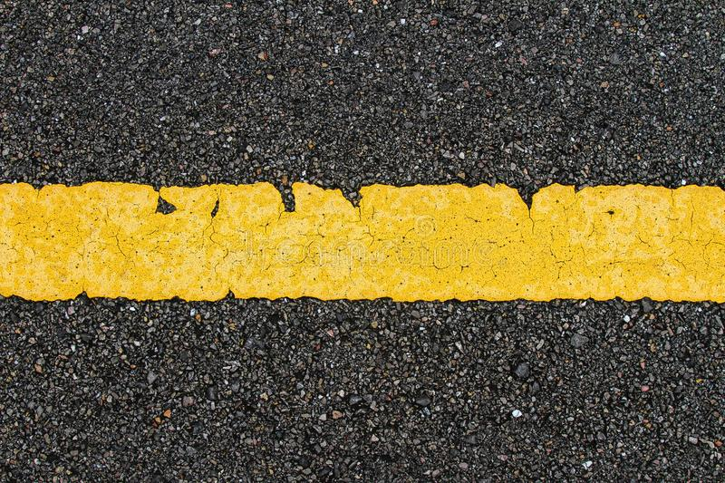 Asphalt Road With Yellow Strip imagens de stock royalty free