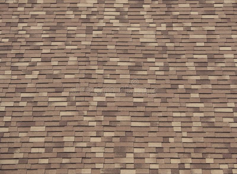 Asphaltdachschindeln von drei Brauntönen Hölzerner Blick stockfoto