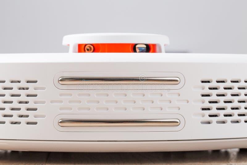 Aspirador blanco del robot fotografía de archivo
