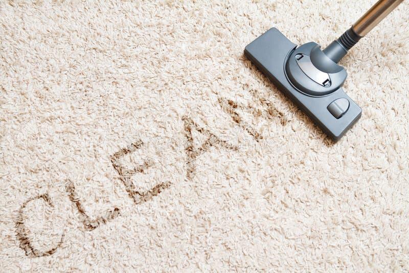 Aspirapolvere del tappeto di pulizia immagine stock libera da diritti