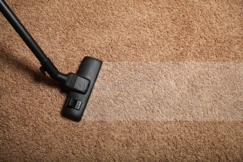 Aspirateur professionnel Service de nettoyage d'appartement images stock