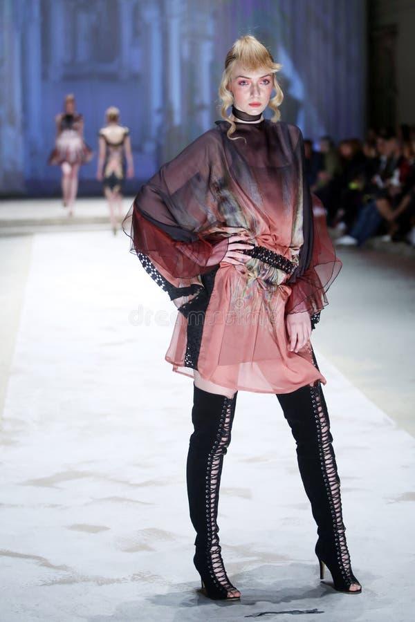 Ass.Comm. Porter Fashion Show: Jelena Holec, Zagabria, Croazia immagini stock libere da diritti