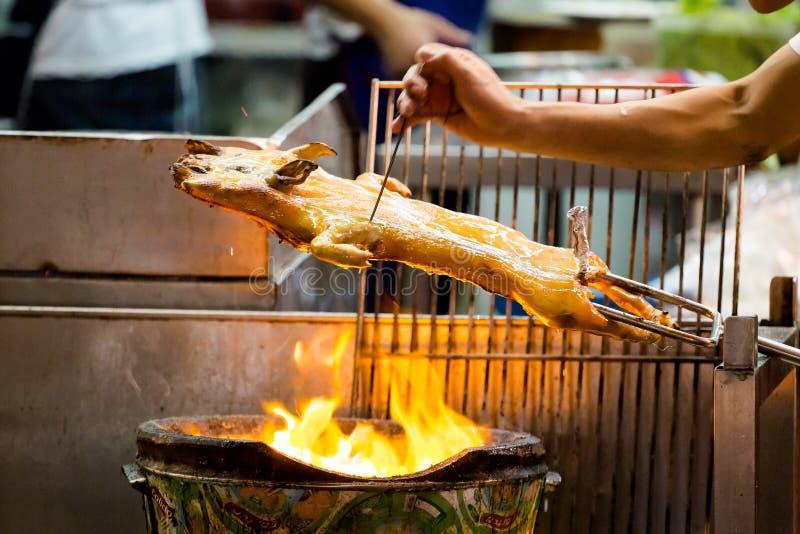Assado inteiro tailandês do porco fotografia de stock