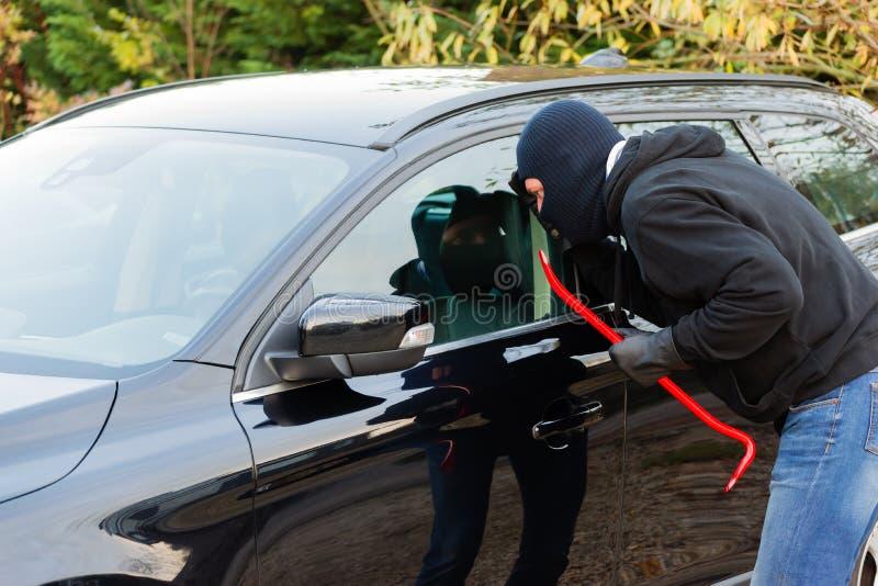 Assaltante do carro na ação fotos de stock royalty free