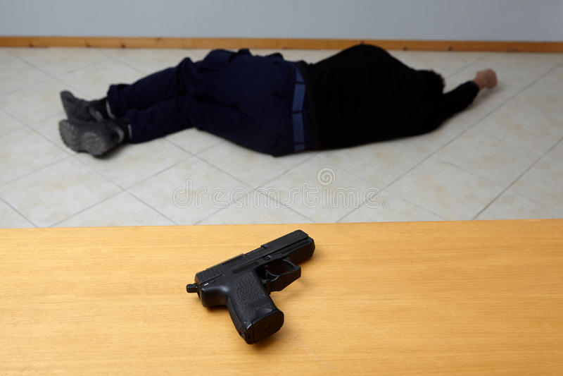 Assassinato ou suicídio fotos de stock