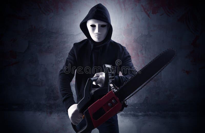 Assassino armado em um conceito ensanguentado vazio da sala foto de stock royalty free