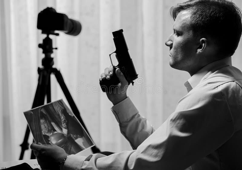 Assassino che vuole uccidere qualcuno immagine stock libera da diritti