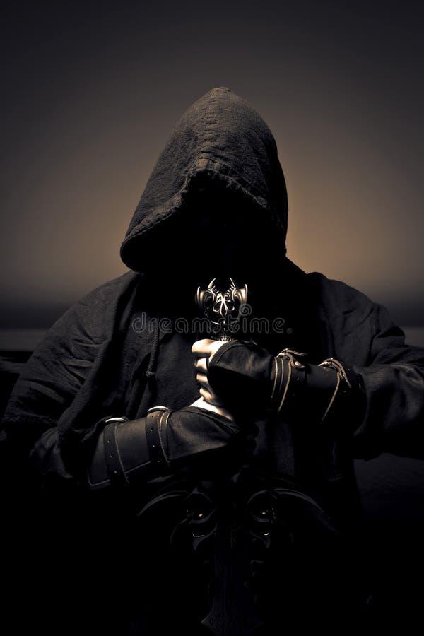 Assassino con la spada fotografie stock
