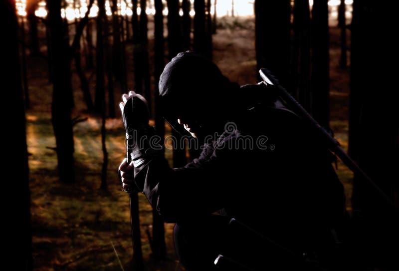 Assassino nella foresta profonda fotografia stock