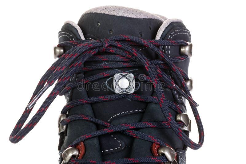 A asseguração dos laços em botas para a montanha caminha imagem de stock royalty free
