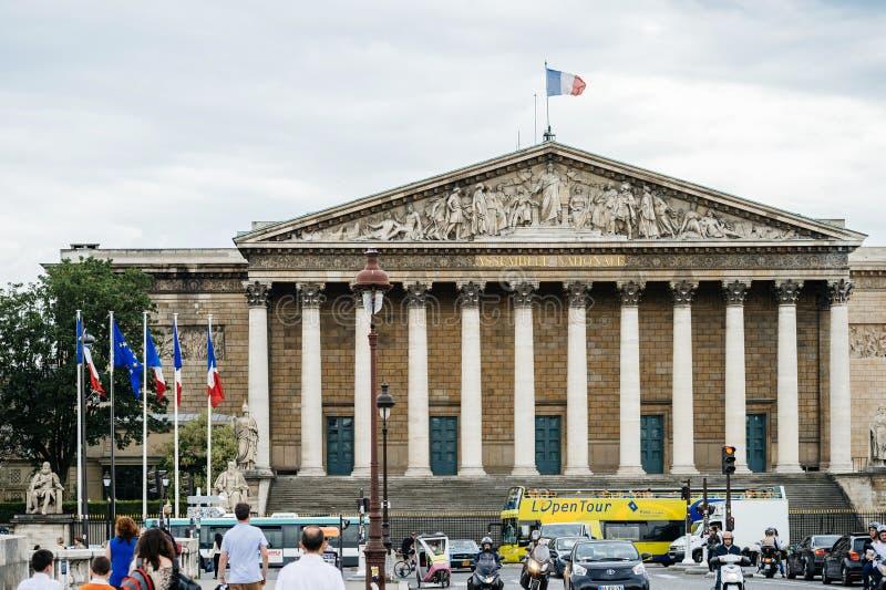 Assemblee Nationale de Nationale assemblee in Parijs met mensen stock foto's