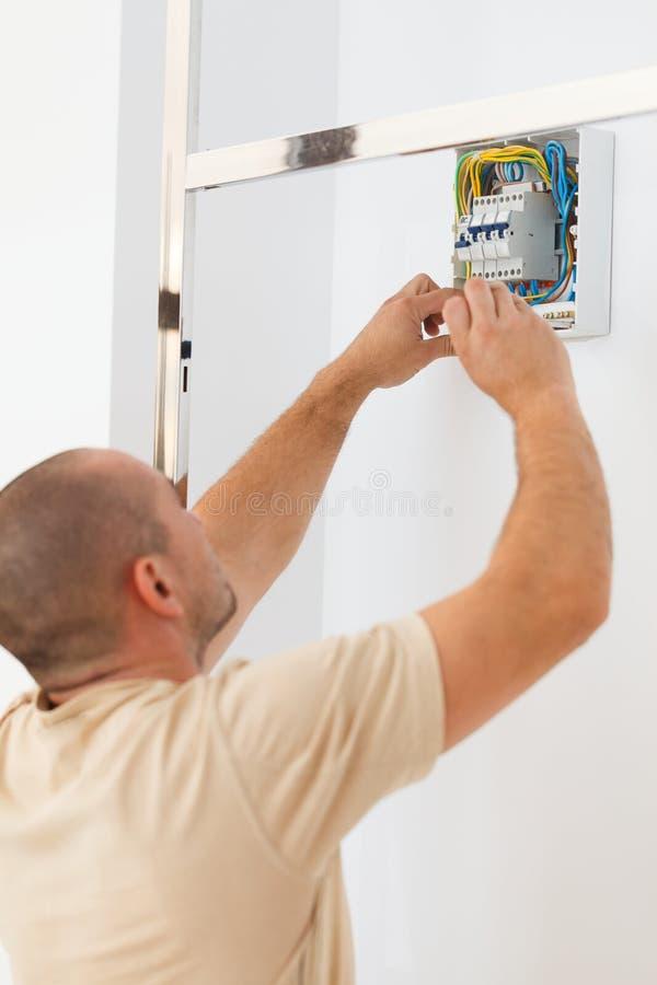 Assemblerende Elektrische Zekering stock afbeeldingen
