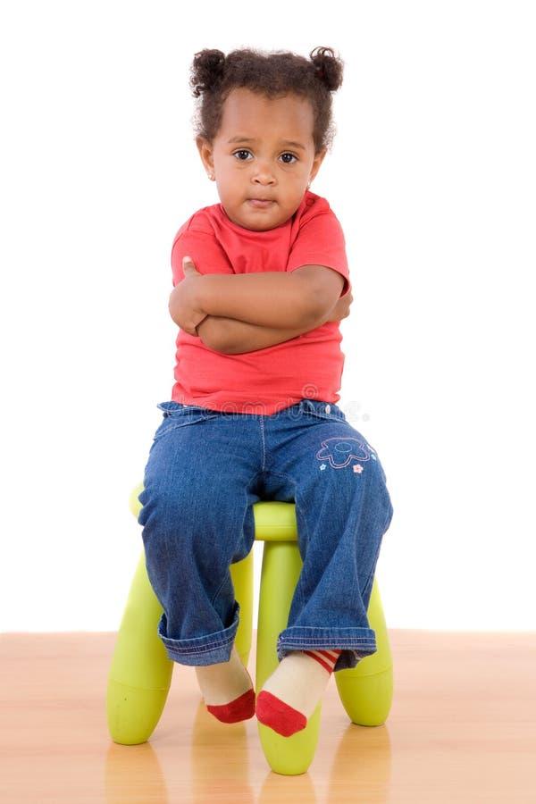 Assento africano adorável do bebê foto de stock