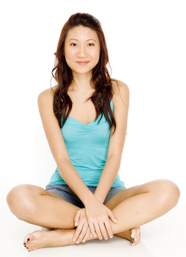 Assento asiático da mulher foto de stock royalty free