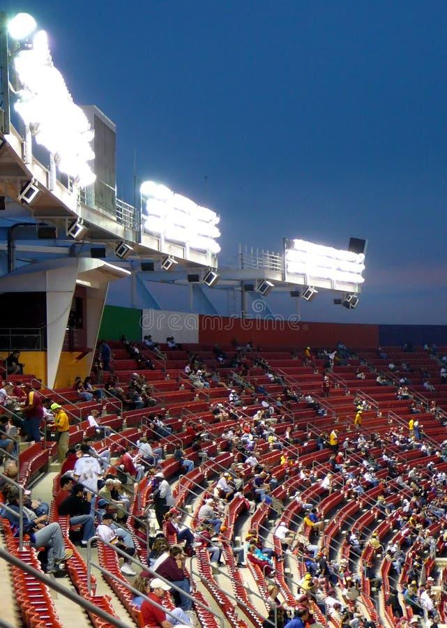 Assento do estádio no jogo nocturno imagens de stock royalty free