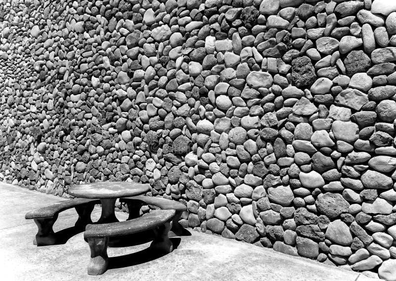 Assento exterior, parede da rocha imagens de stock royalty free