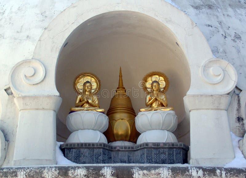 Assento na meditação prayerful imagem de stock royalty free