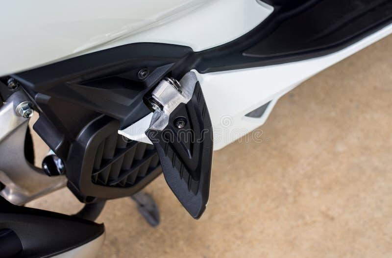 Assento para pés da motocicleta ou pedal de aço moderno, fim acima imagem de stock