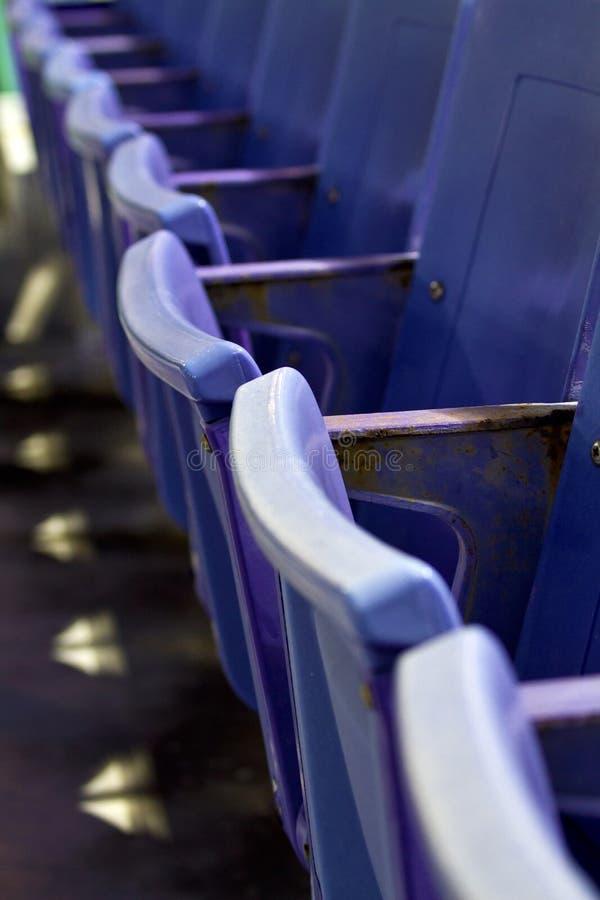 Assentos do estádio fotos de stock