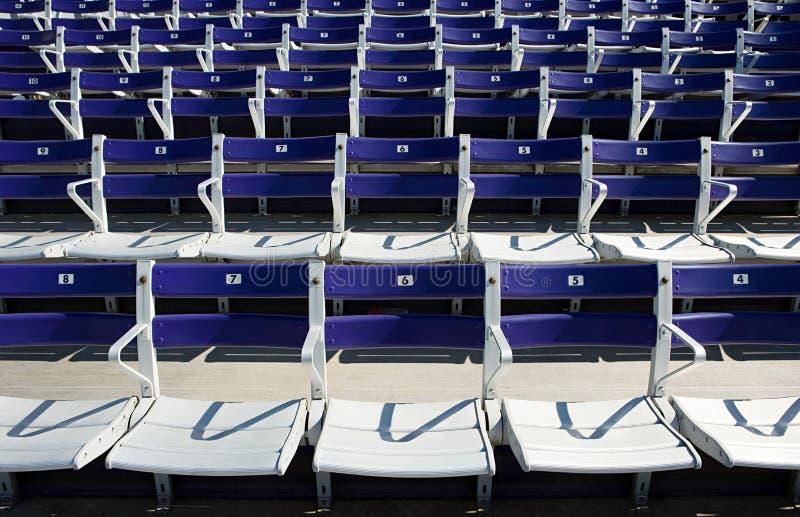 Assentos espectadores vazios foto de stock