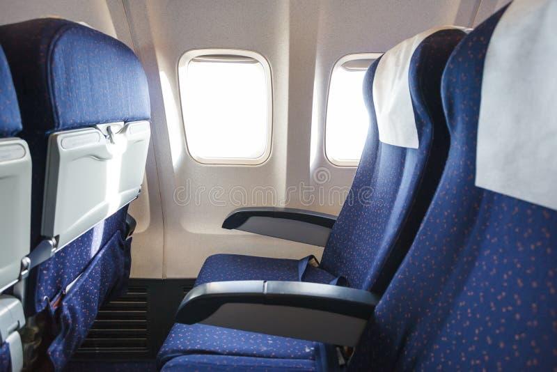 Assentos na seção da classe de economia dos aviões imagens de stock royalty free