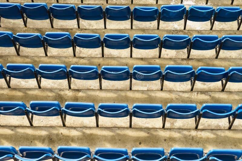 Assentos verdes do estádio fotografia de stock