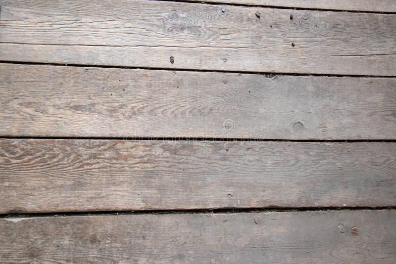 Assi del pavimento consumate in un vecchio granaio fotografia stock