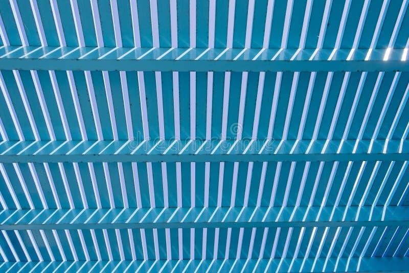 Assicella di legno blu immagine stock