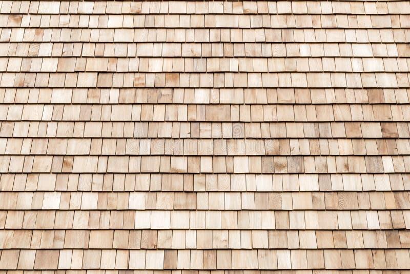 Assicelle di legno del cedro per il tetto o la parete fotografia stock libera da diritti