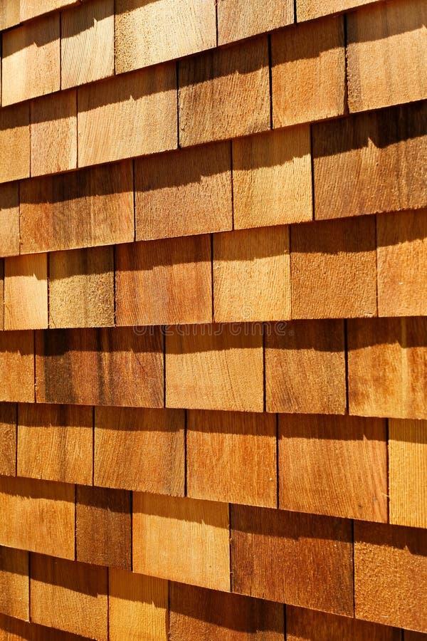 Assicelle di legno occidentali del cedro rosso - muri il raccordo fotografie stock